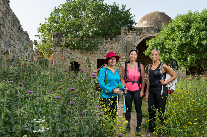 Noga, Vered & Yahaloma, by the ruins of Nebi Yosha Mosque.